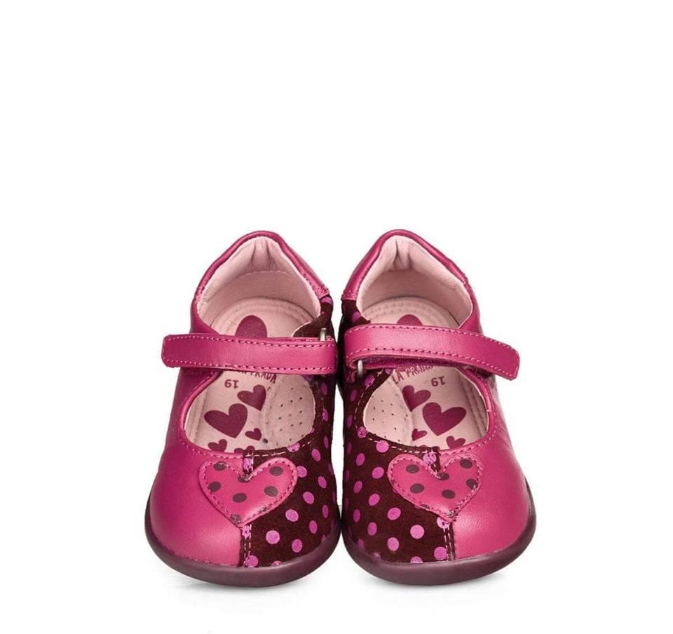 Πώς επιλέγουμε όμως τα σωστά παιδικά παπούτσια για το παιδί μας  Με τι  κριτήρια και τι παπουτσάκια πρέπει να είναι τα πρώτα του παπούτσια  2bb75ad476a